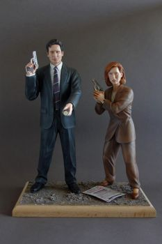 Mulder and Scully by 13essylu