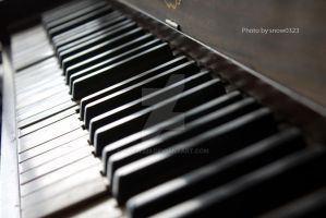 Old Piano Keys by Snow323