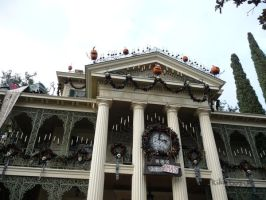DLR - Haunted Mansion Holidays by kiki-bozu