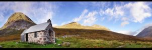 Morning at the Corrour Bothy by kihsleek