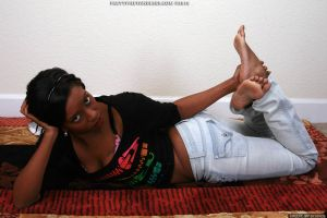 Sarah Lee Sinful barefoot in jeans by prettyfeetandlegs