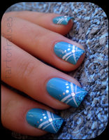 sexy nails in blue by Tartofraises