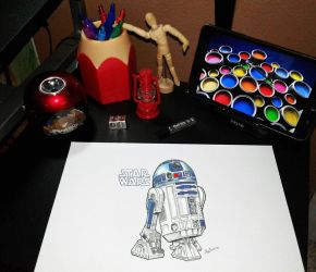 R2D2 on my desk by RicCasino