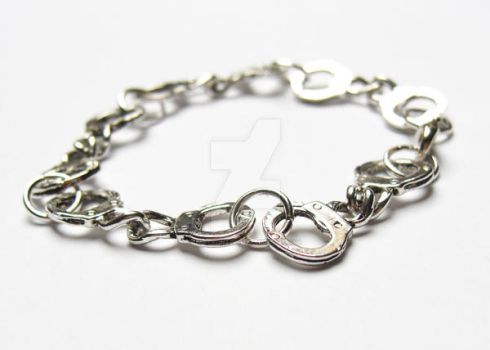 Handcuffs Bracelet by PorcelinaZero