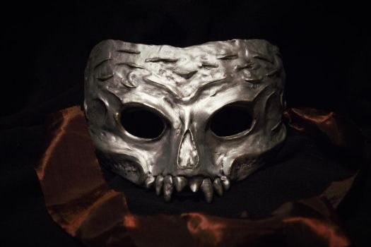 A mask for the winter palace... by Sharazze
