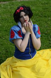 The apple [Snow White cosplay] by tutti-chan