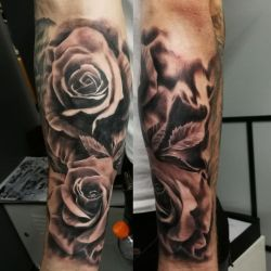 Roses tattoo by tuomaskoivurinne