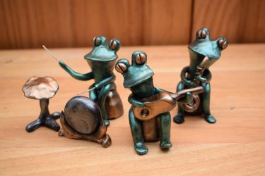 Jazz frogs by Greenhorngal