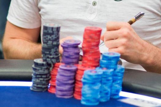 Winning, Losing, and Keeping Score in Poker by ronozer