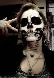 Skull makeup by thoughttrainderailed