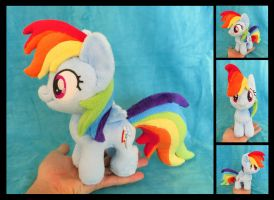 Mini Rainbow Dash by fireflytwinkletoes