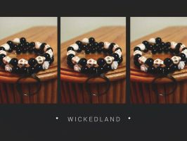 AWFUL ALICE Paint the Roses White Cuff Bracelet by wickedland