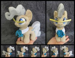 #021 - Mayor Mare Mini by fireflytwinkletoes