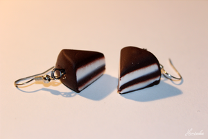 Chocolatte Cake Earrings by Hrasulee