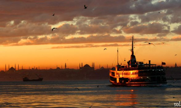 silhouette of istanbul by selebant