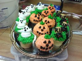 Halloween Cupcakes by megalbagel