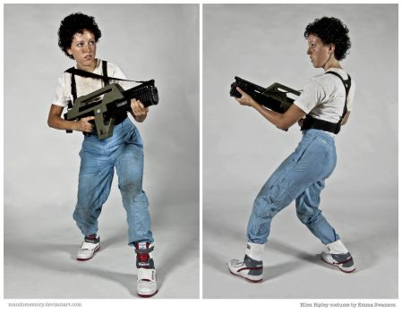 Costume: Ellen Ripley from Aliens by mandomemory