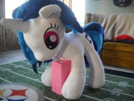 Life Size Vinyl Scratch by MillerMadeMares