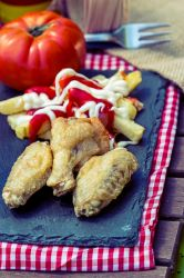 Chiken Wings with Fries 1C SanchiEsp by sanchiesp