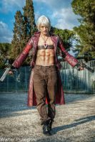 Dante Cosplay at Roma Comics 2013 - DMC Tribute by LeonChiroCosplayArt