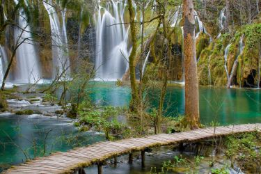 Plitvice Lakes by VirtualWords