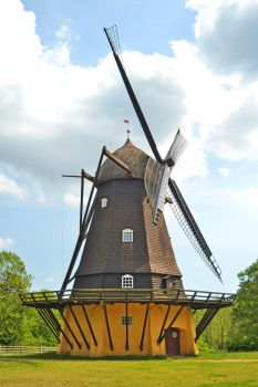 Historical Windmill by TeKNoMaNiaCH