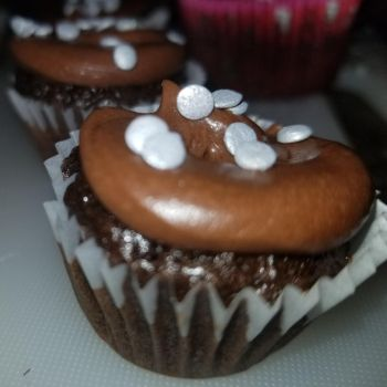 Chocolate Oreo crunch cupcakes by MurcMarischal