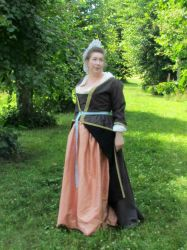 Late 17th/early 18th century wool gown by Isiswardrobe