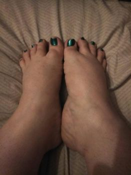 Green nails by 45Feet