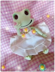 Petite Robe pour Doll Family frog by AuroreVonSweets