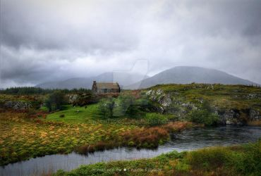 The house that once decorated connemara by Nachtfokus