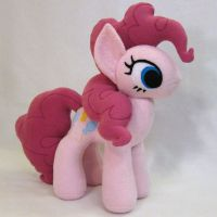 Pinkie Pie by fabricninja