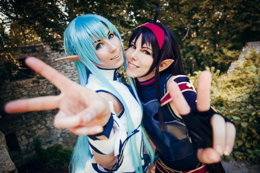 Asuna and Yuuki - SAO II Cosplay - Best Friends by K-I-M-I