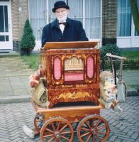 Organ grinder by TheAccolade