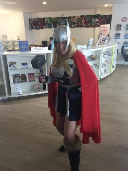 Female Thor by HachimakiX23