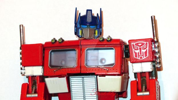 Optimus Prime by Stratolily