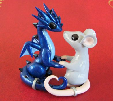 Dragon and Mouse in Love by DragonsAndBeasties