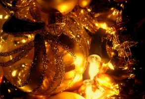 A Golden Christmas by KyraTeppelin