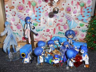 Kaito Figmas Opening Holiday Presents (1 of 14) by SteelDollS