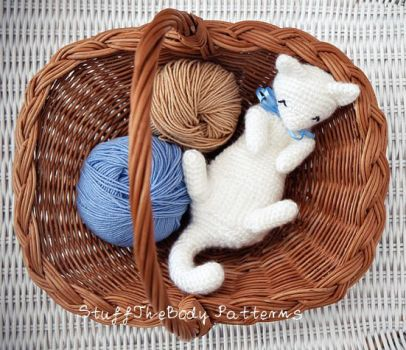 Rub-My-Belly Kitten Crochet Pattern by Stuffthebody