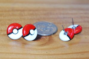 Pokeball Earring Studs by IvrinielsArtNCosplay