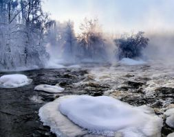 Winter morning on the river. by KariLiimatainen