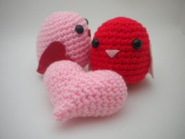Amigurumi Lovebirds and heart by StitchedLoveCrochet