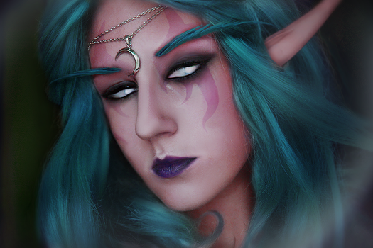 WoW: High priestess of Elune by slowpenguin