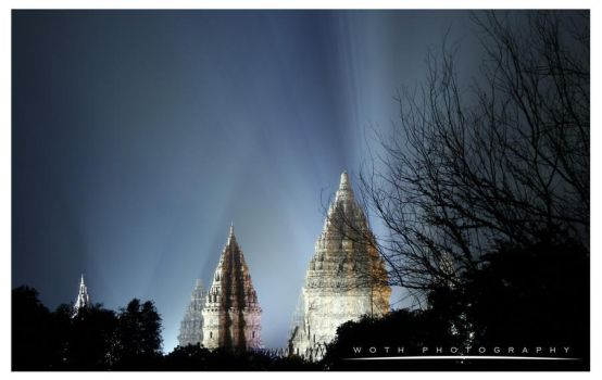 Prambanan Temple Nightshot by iwoth