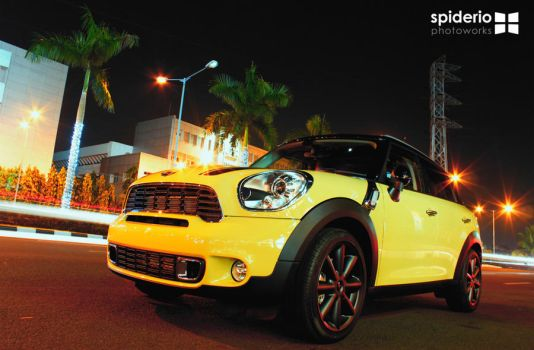 Mini Cooper at Senayan City by spiderio