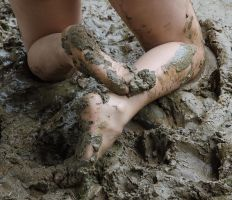 Muddy Toes by nikongriffin