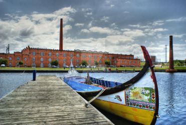 Moliceiro boat in Aveiro, Portugal by vmribeiro