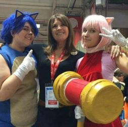 Sonic and Amy with the French voice of Amy rose  by Spikinette