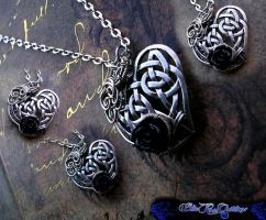 Celtic Heart - Black Rose - Wire Wrap Pendant by LadyPirotessa